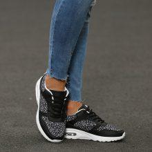 Sneakers con stampa geometrica