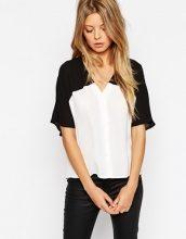 ASOS - Blusa corta stile kimono a blocchi di colore bianco e nero con scollo a V