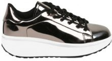 Sneakers fitness in design metallizzato