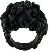 Salvatore Ferragamo - Anello con fiore astratto - women - Brass - OS - BLACK