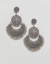 ASOS DESIGN - Orecchini pendenti con disco inciso e perline - Argento