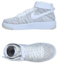NIKE  - CALZATURE - Sneakers & Tennis shoes alte - su YOOX.com