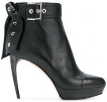 Alexander McQueen - leather tie ankle boots - women - Calf Leather/Leather - 36, 37, 38.5, 39, 40, 41, 38, 39.5 - BLACK