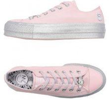 CONVERSE X MILEY CYRUS  - CALZATURE - Sneakers & Tennis shoes basse - su YOOX.com