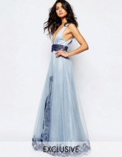 A Star Is Born - Luxe - Prom dress lungo a ruota in tulle con scollo profondo e decorazioni
