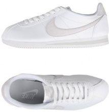 NIKE CLASSIC CORTEZ PREMIUM - CALZATURE - Sneakers & Tennis shoes basse - su YOOX.com