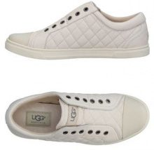 UGG AUSTRALIA  - CALZATURE - Sneakers & Tennis shoes basse - su YOOX.com