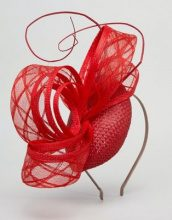 Macaroon - Cappello rosso con dettagli fantasia in sinamay