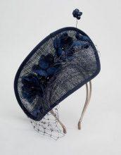 Veletta a disco ripiegato con fiori in sinamay blu navy