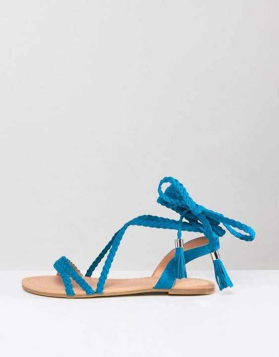edc57f4816474 Articolo presente nell outfit Walks to the sea. Asos Design Fayla Plaited  Tie Leg Flat Sandals