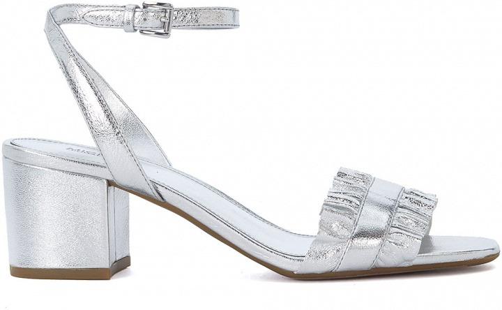 d60740b2b3 Sandalo Michael Kors Bella in pelle argento con volant | Bantoa