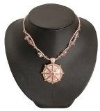 Bedazzled-Collana in stile retrò in smalto rosa, con motivo floreale, in confezione regalo