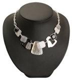 Bedazzled, colore: nero, Bianco e grigio, rettangoli e quadrati e collana stile retrò, in confezione regalo