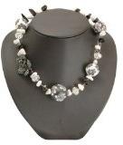 Bedazzled - Collana con perle e fiori, colore bianco/nero