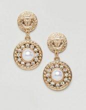Orecchini appariscenti con perla e moneta oro