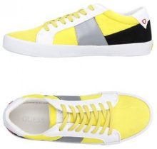 GUESS  - CALZATURE - Sneakers & Tennis shoes basse - su YOOX.com