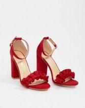 Sandali rossi con tacco largo e volant