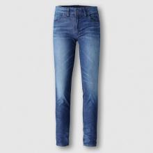 Jeans scoloriti con contrasto