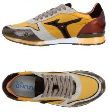 MIZUNO  - CALZATURE - Sneakers & Tennis shoes basse - su YOOX.com
