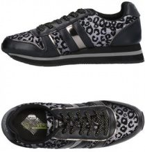 VERSACE JEANS  - CALZATURE - Sneakers & Tennis shoes basse - su YOOX.com